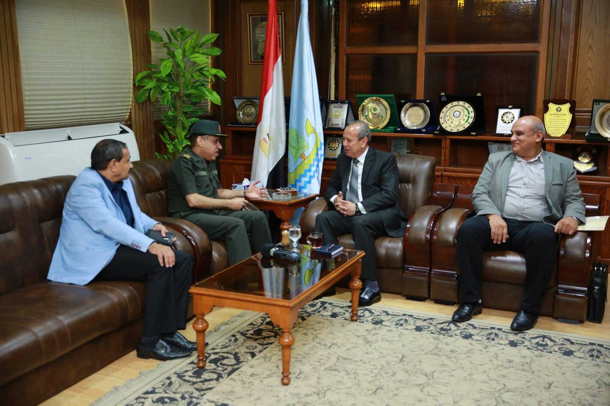المحافظ يستقبل رئيس مجلس ادارة الشركة المصرية للرمال السوداء