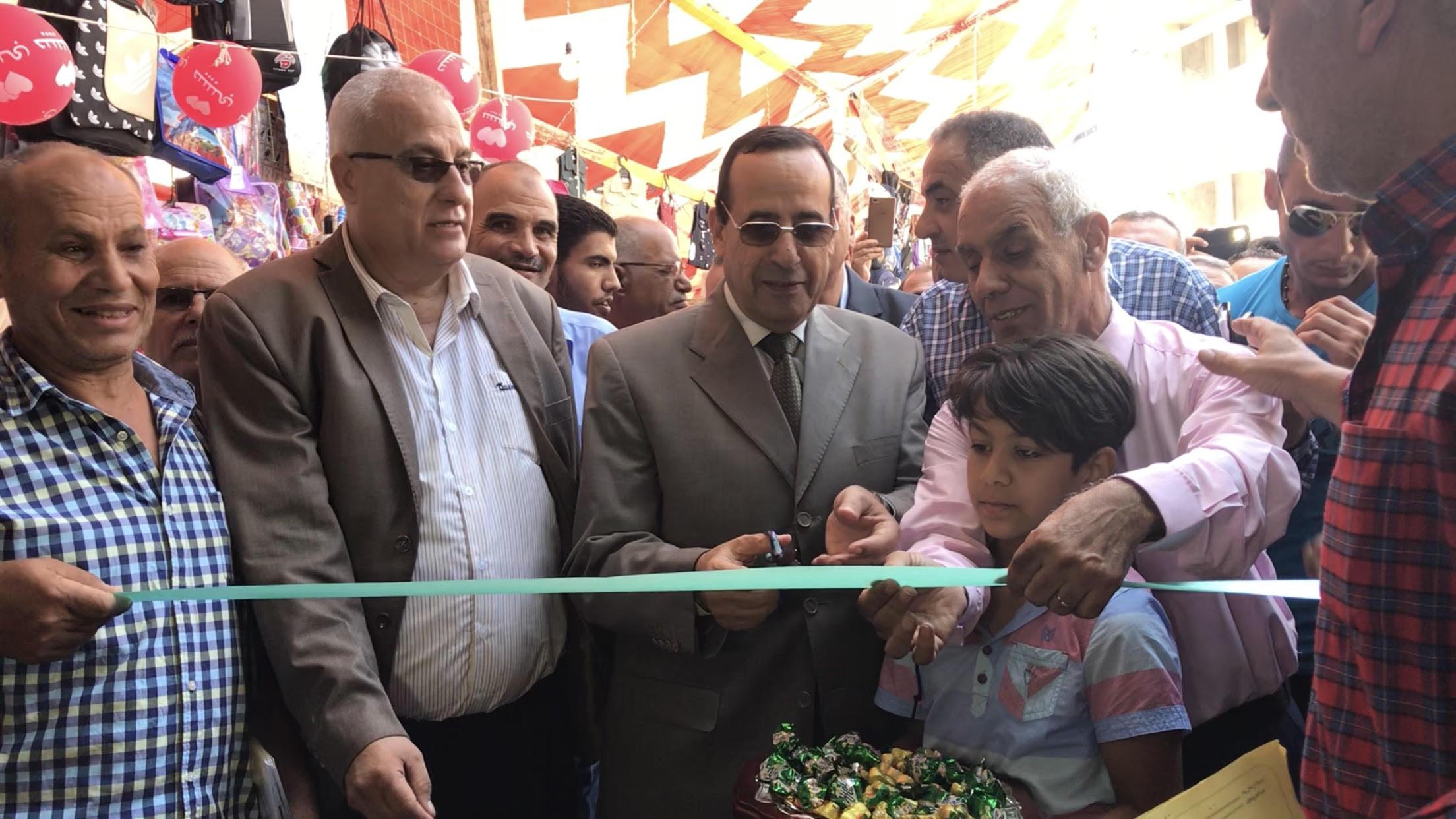محافظ شمال سيناء يفتتح معرض العودة للمدارس (3)