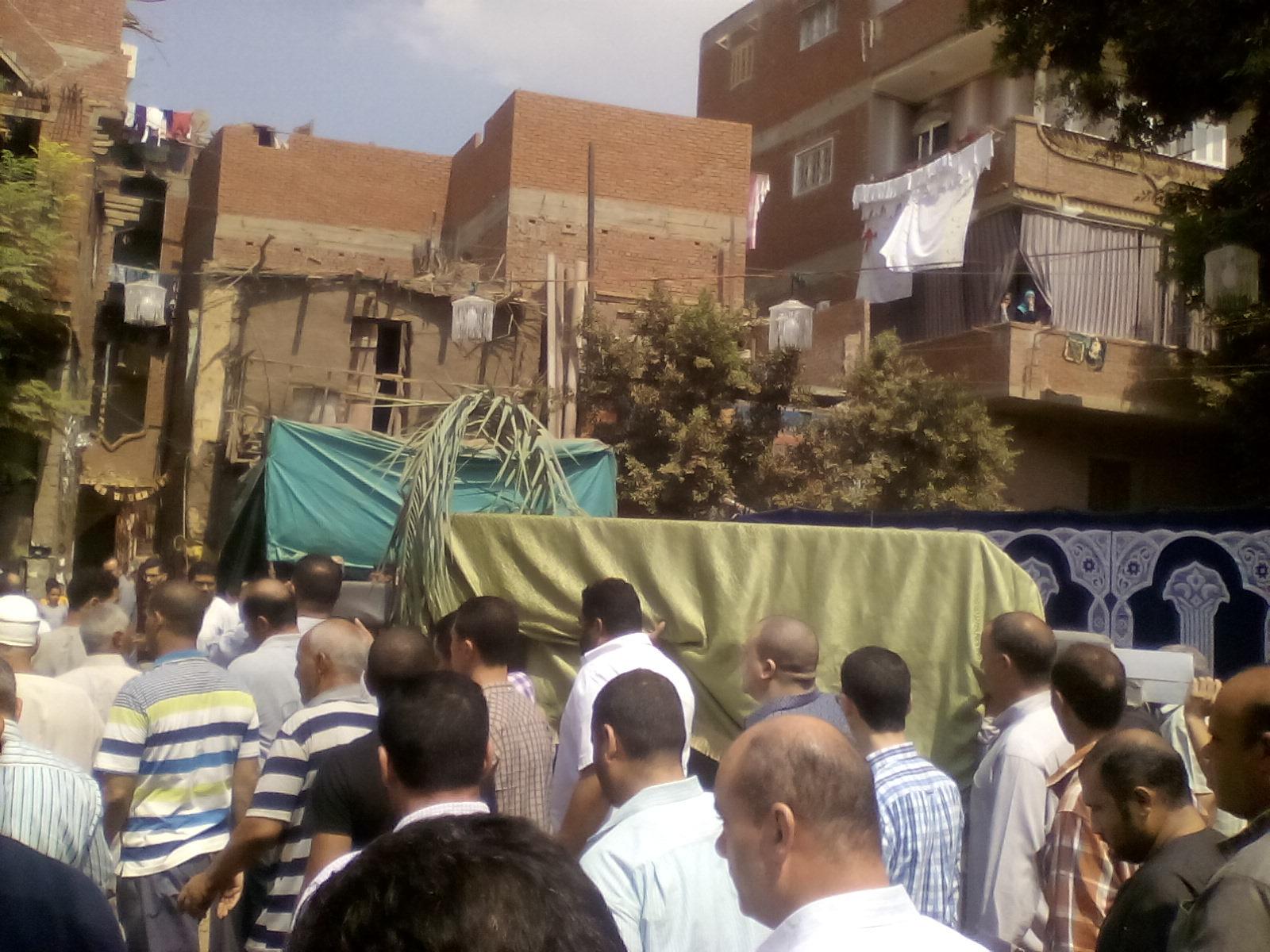وصول جثمان شقيقة السادات إلى قرية ميت أبو الكرم بالمنوفية (3)