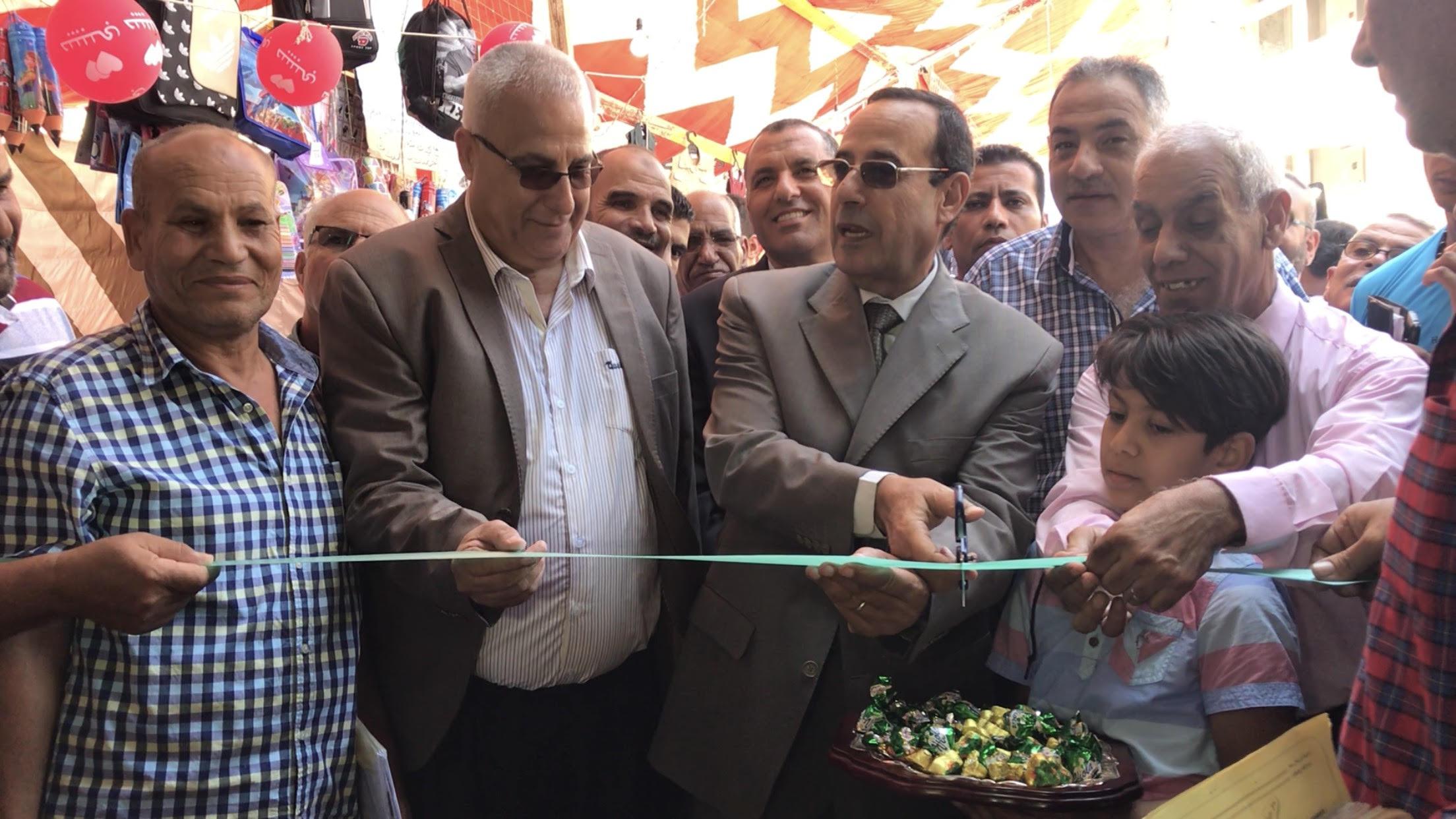 محافظ شمال سيناء يفتتح معرض العودة للمدارس (1)