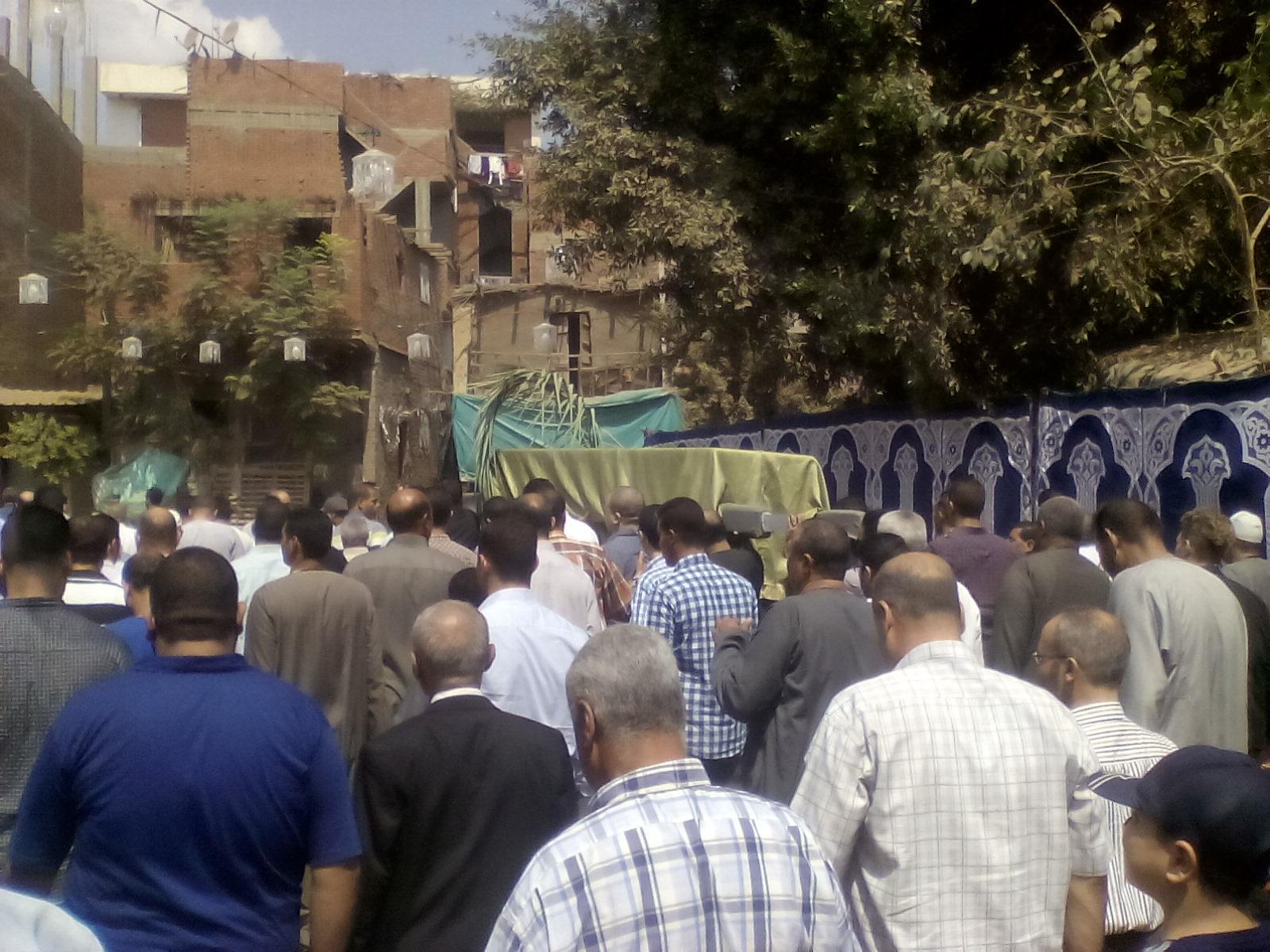 أهالى قرية ميت أبو الكوم يشيعون جثمان شقيقة السادات  (3)