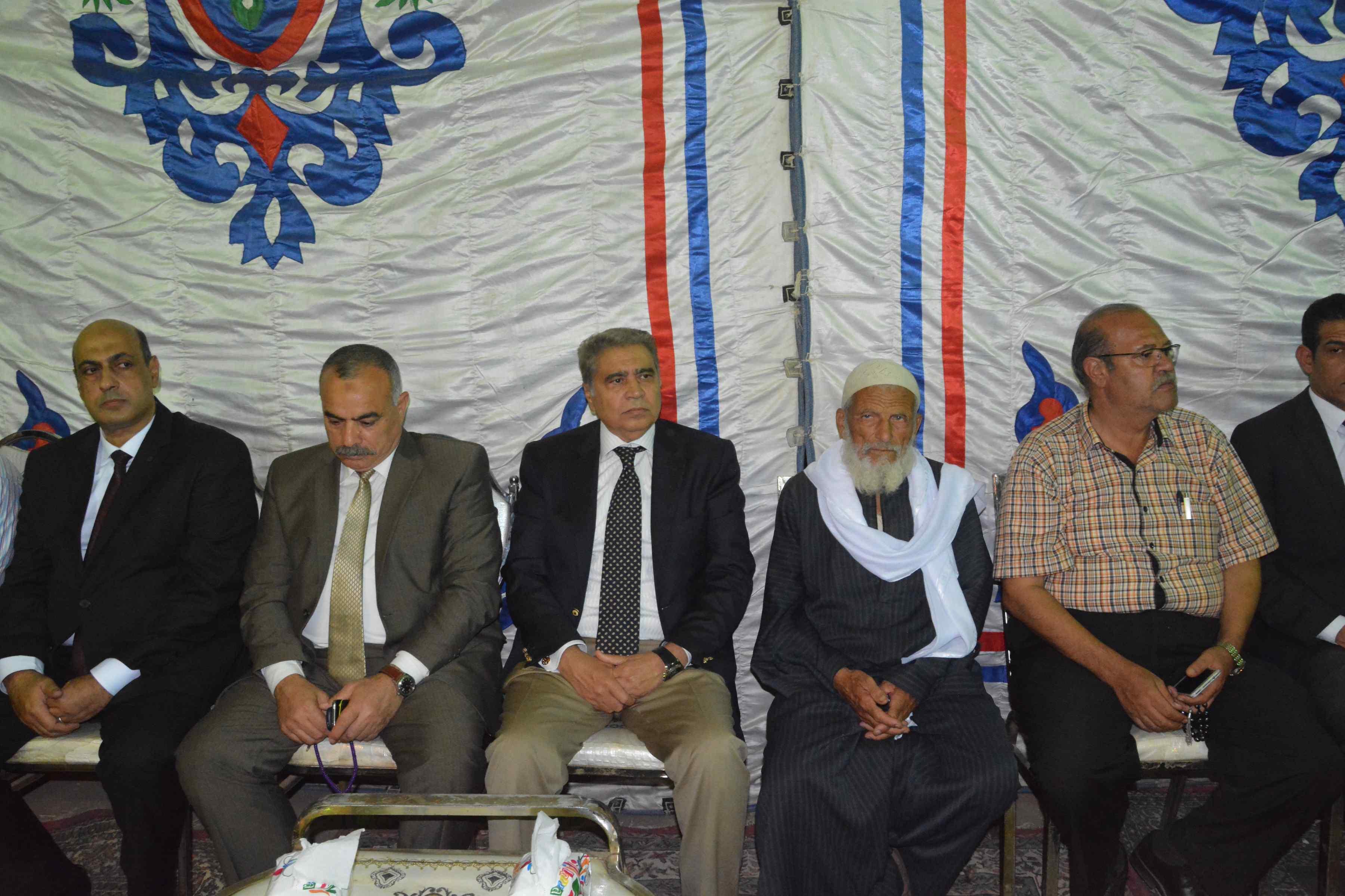 محافظ المنيا ومدير الأمن يقدمان واجب العزاء  (8)