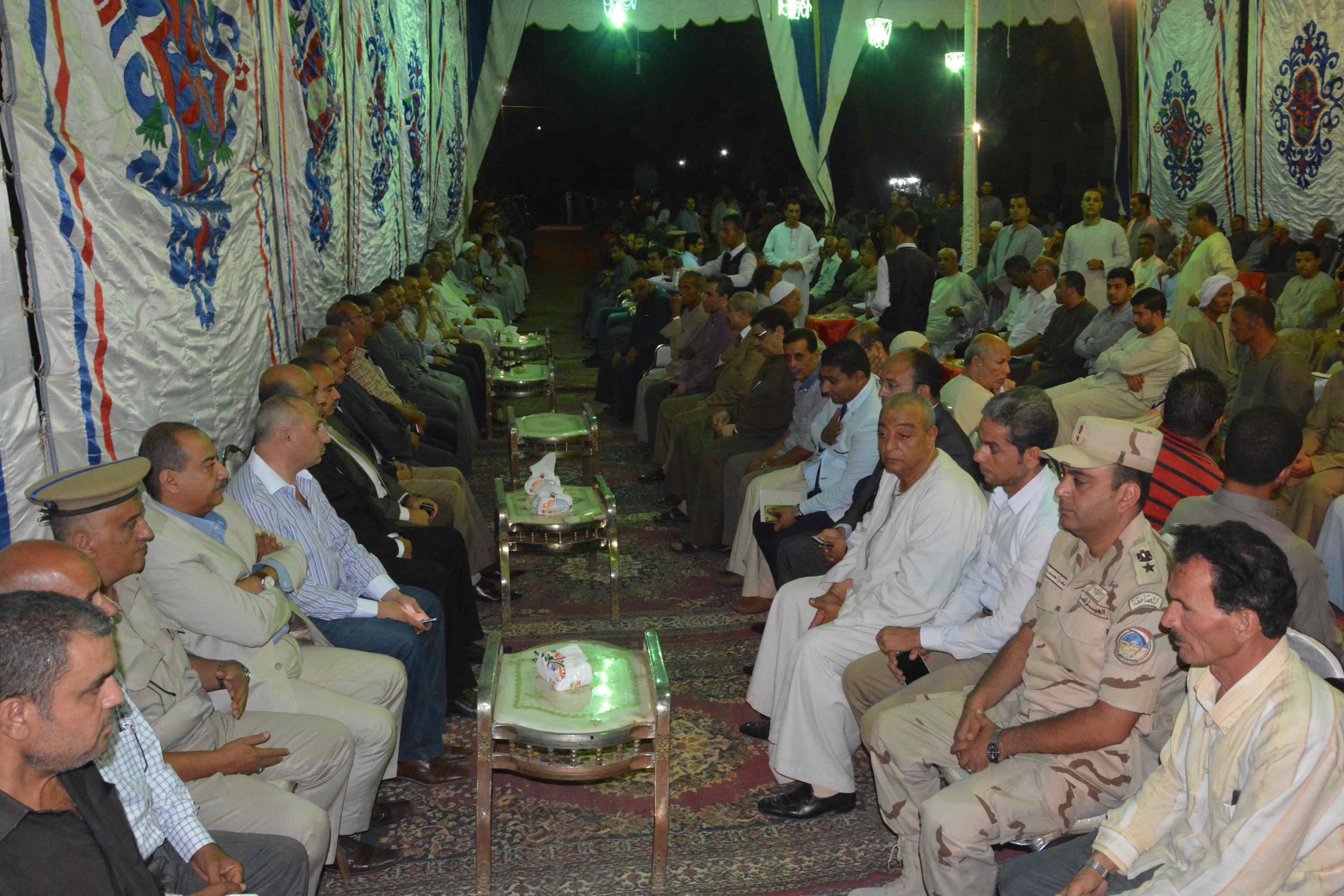 محافظ المنيا ومدير الأمن يقدمان واجب العزاء  (3)