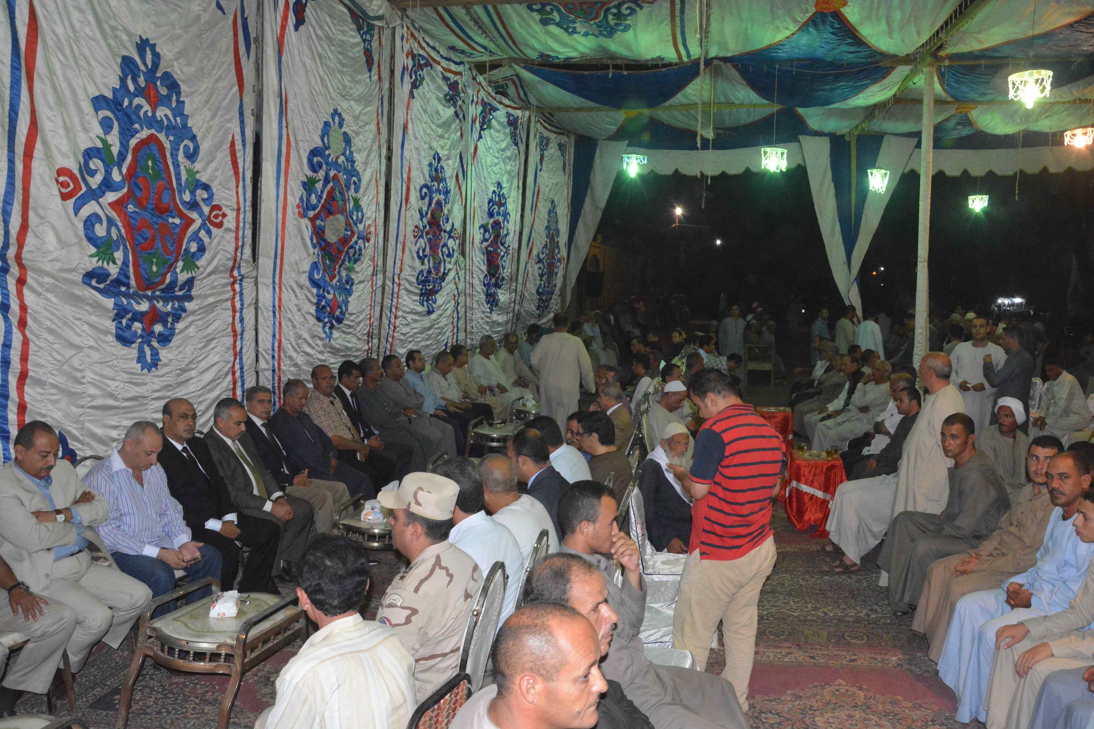 محافظ المنيا ومدير الأمن يقدمان واجب العزاء  (2)