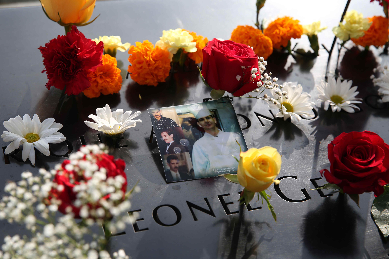الورود على صور ضحايا أحداث 11 سبتمبر