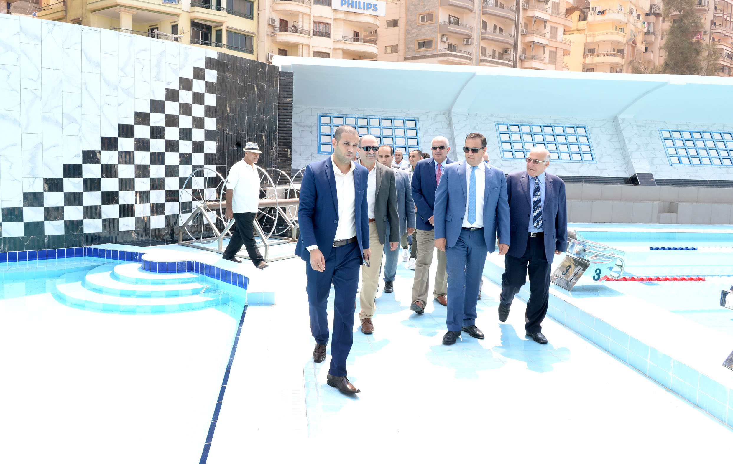 رئيس جامعة المنصورة يفتتح حمام السباحة التعليمى بالقرية الأولمبية بجامعة المنصورة (5)