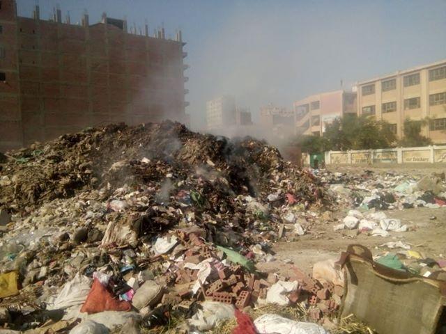 تحويل أرض مجمع مدارس إلى مقلب قمامة بشارع العشرين فى فيصل  (5)