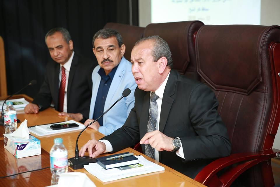1- محافظ كفر الشيخ يناقش امشروعات منظومة النظافة