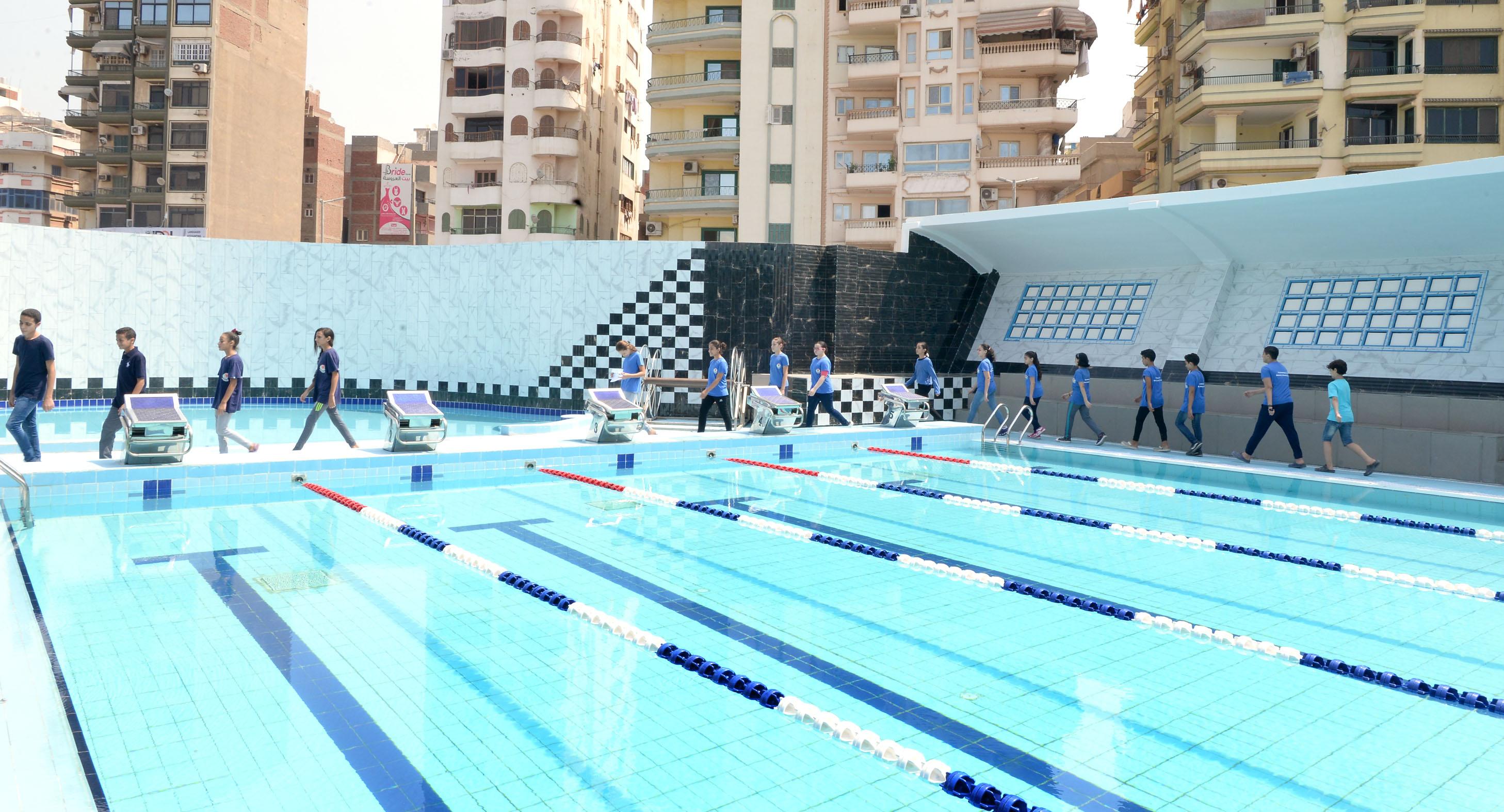 رئيس جامعة المنصورة يفتتح حمام السباحة التعليمى بالقرية الأولمبية بجامعة المنصورة (6)