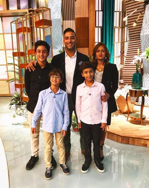ميدو وزوجته وأبناءهما