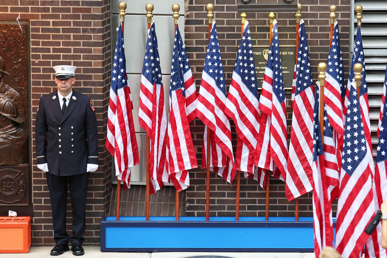 الأعلام الأمريكى بموقع إحياء الذكرى