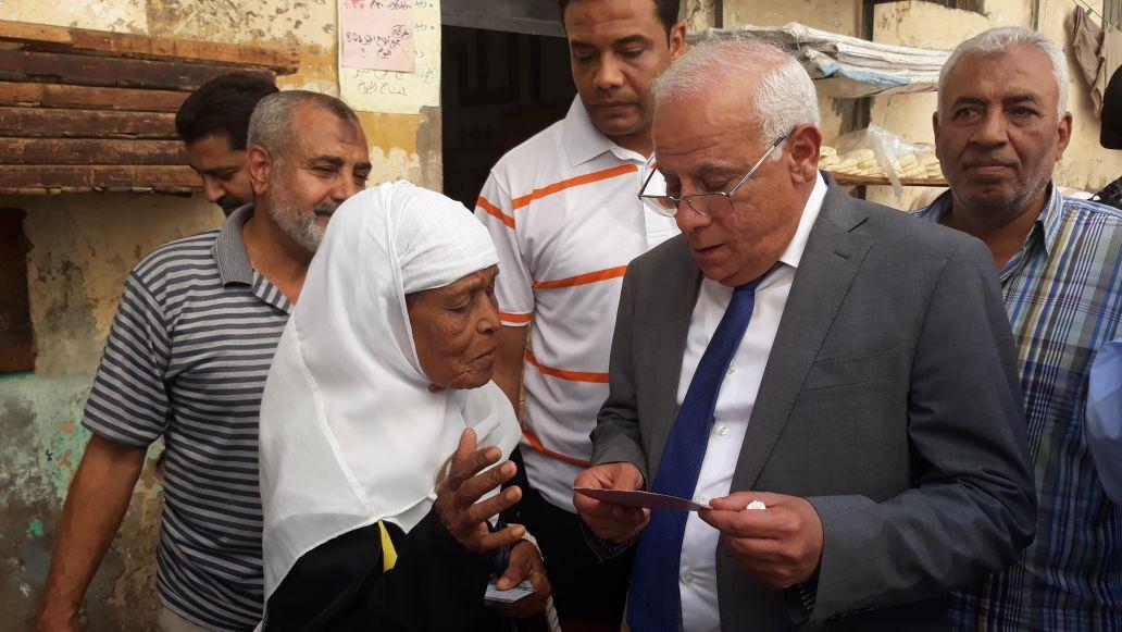 جولة محافظ بورسعيد في منطقة سوق البازار  (7)