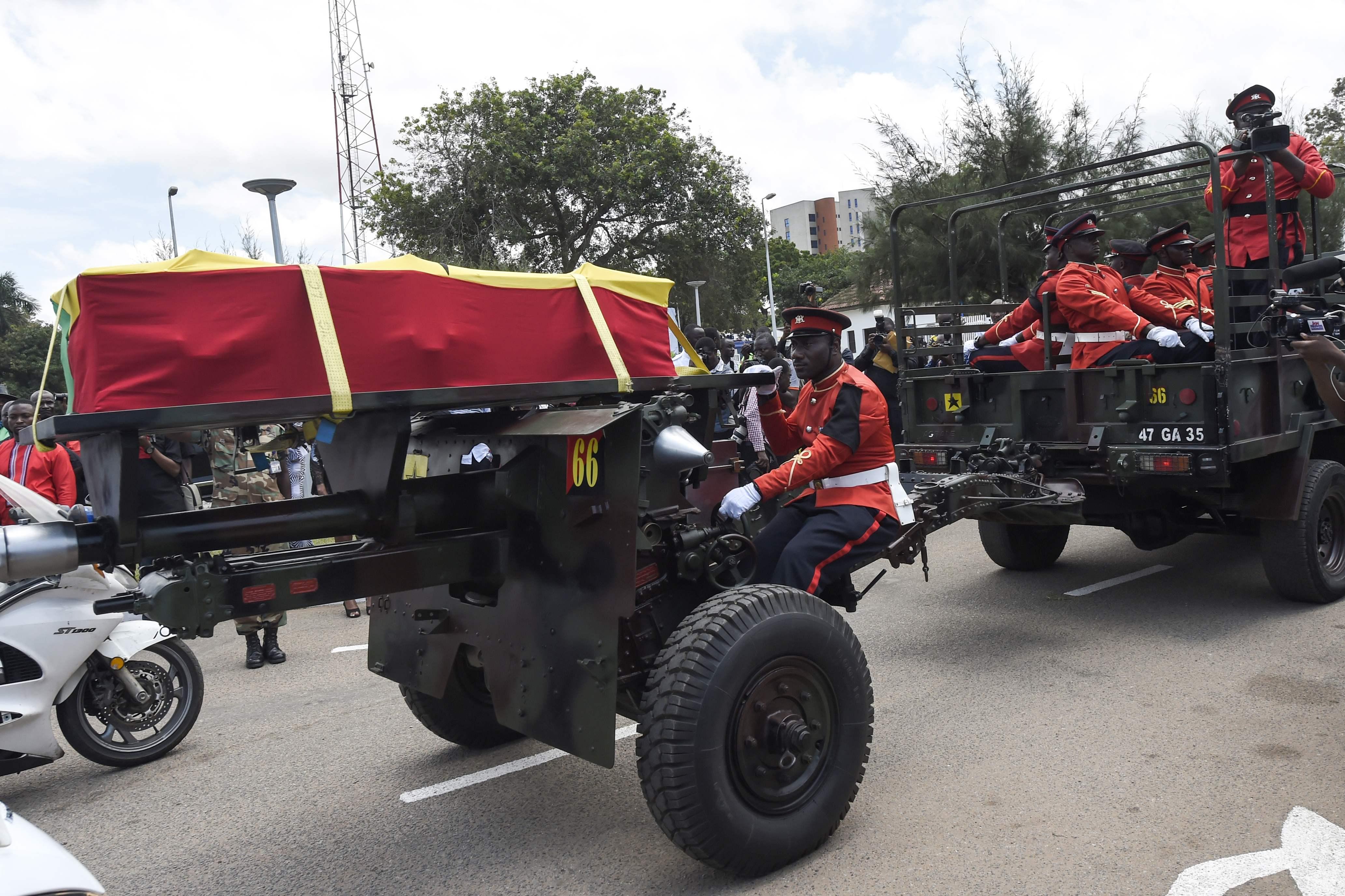 مراسم الدفن فى المقبرة العسكرية