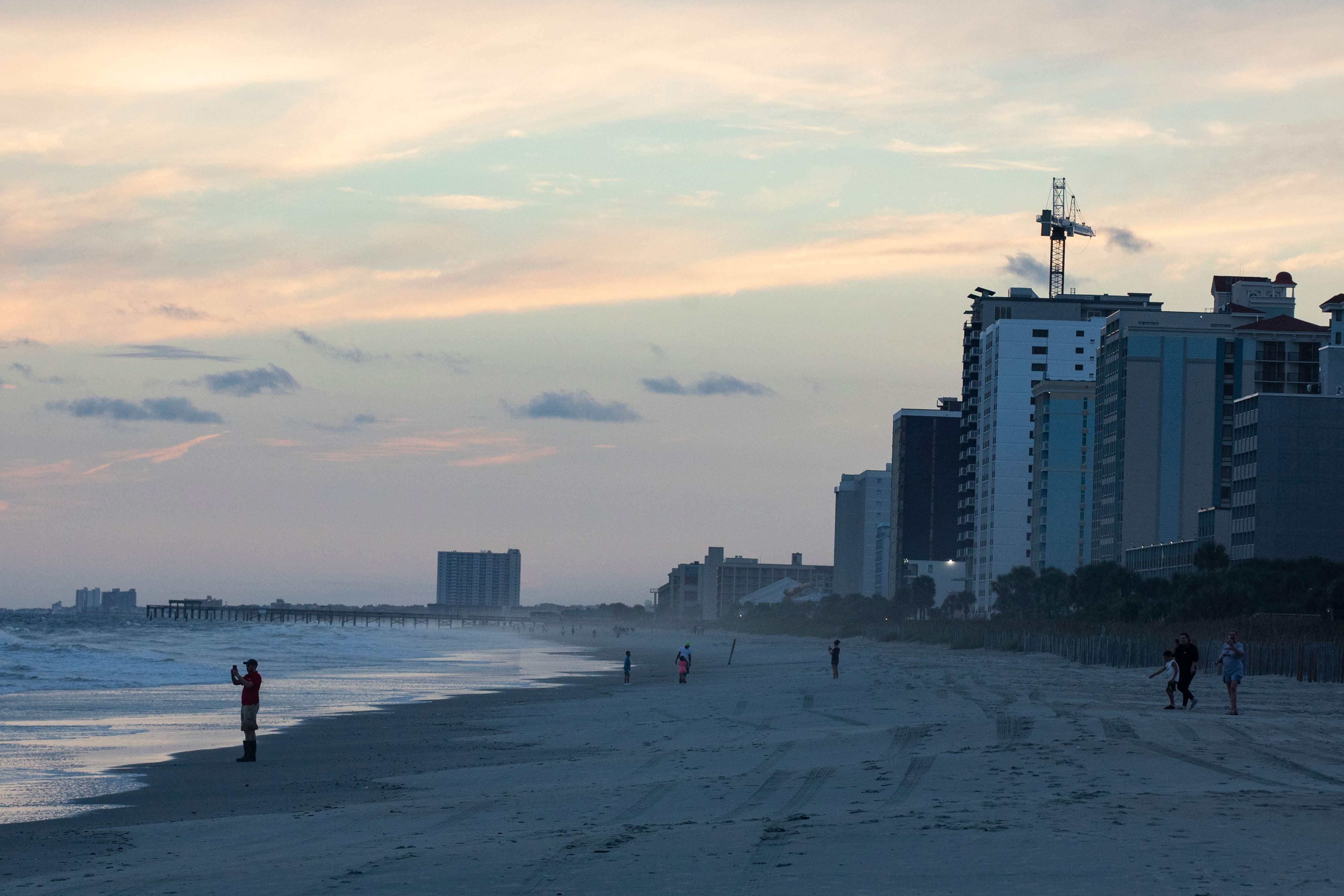 شاطئ كارولينا وسط سحب الامطار