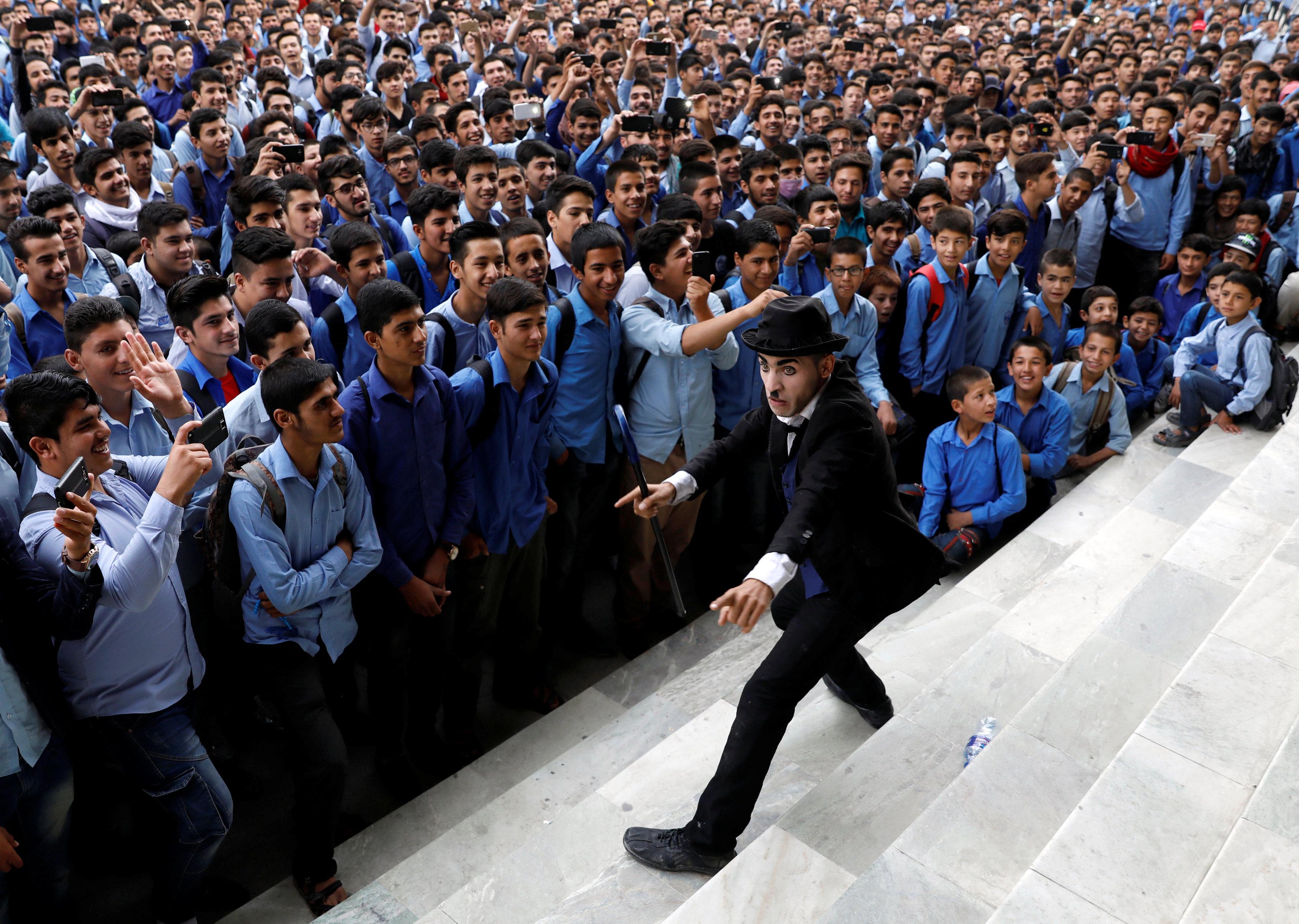 عرض بأحد مدارس كابول