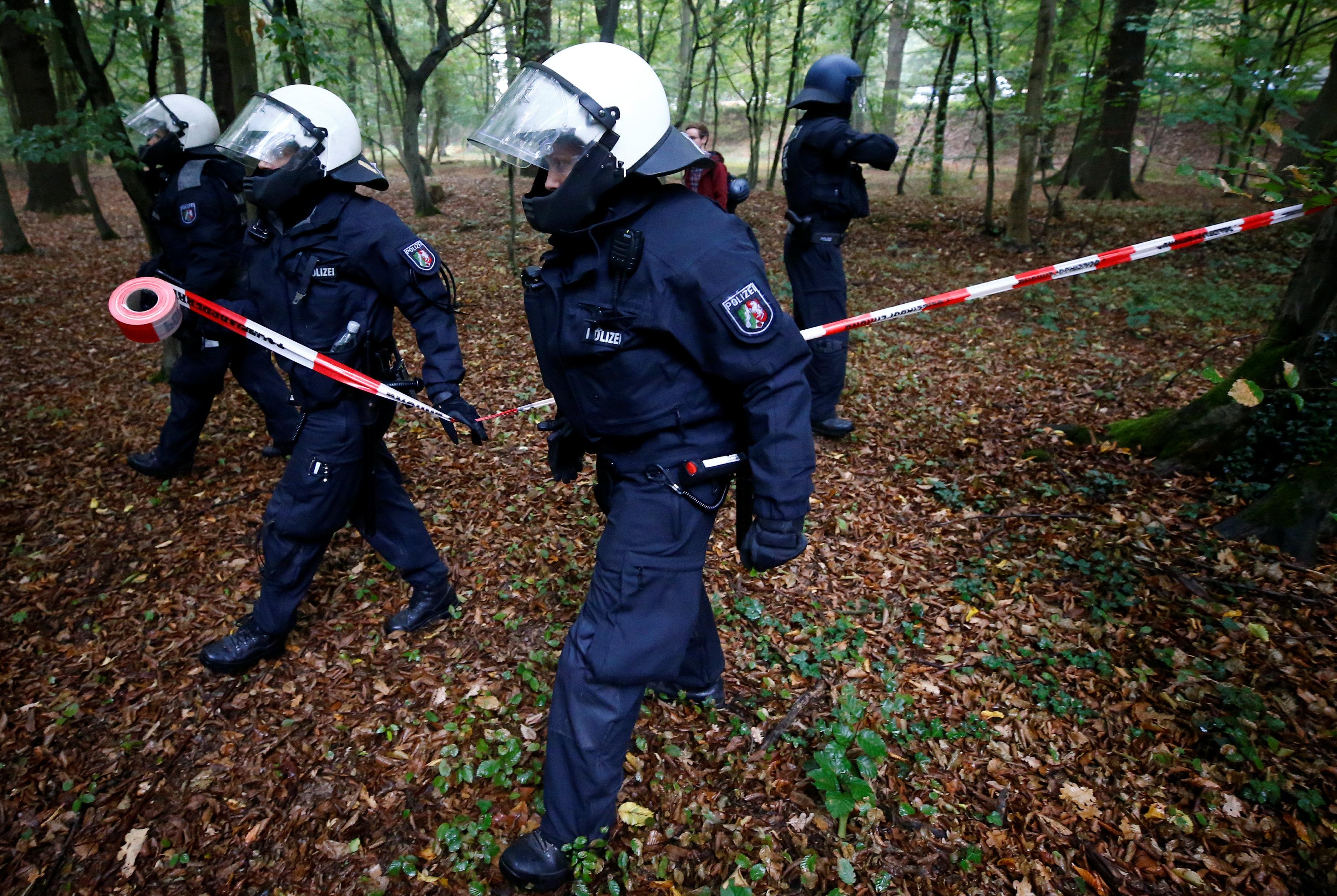 قوات الشرطة الألمانية تكثف انتشارها بالغابة