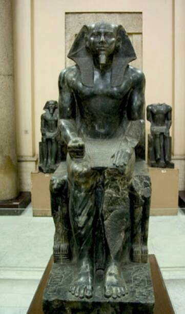 تمثال الملك خفرع فى المتحف المصرى بالقاهرة