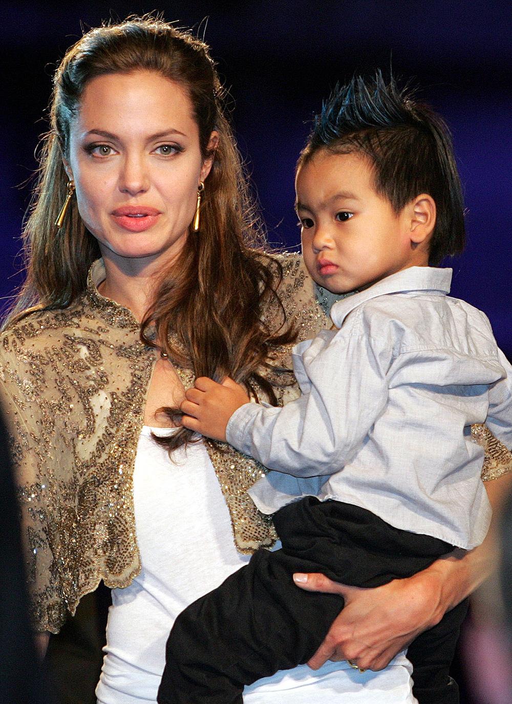 انجلينا جولي برفقة ابنها مادوكس