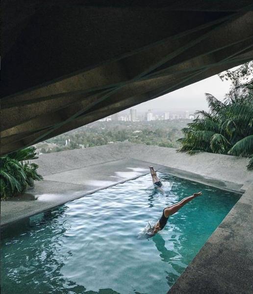حمام سباحة مغطى