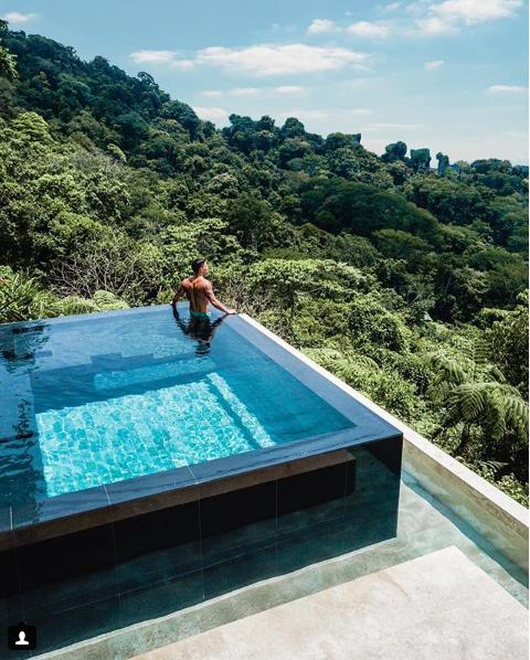 حمام سباحة فى أحضان طبيعة خضراء