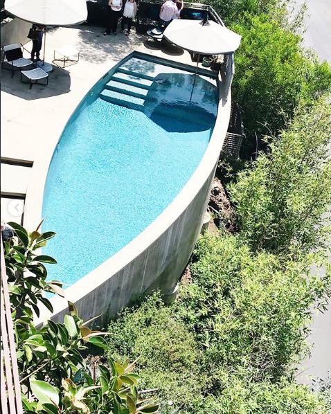 حمام سباحة بشكل هندسى مميز