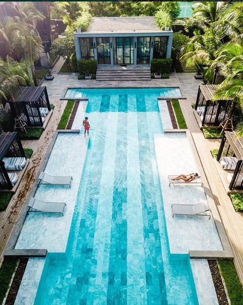 حمام سباحة وأماكن للاسترخاء