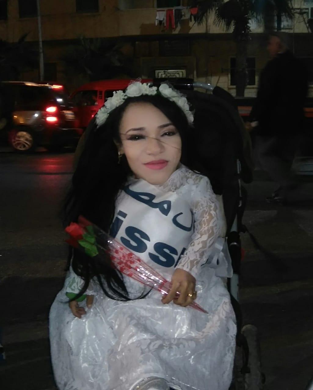 نجوى فتاة محت أميتها وحصلت على الليسانس رغم إعاقتها (1)