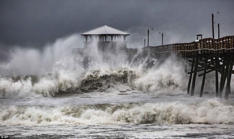 ارتفاع منسوب مياة المحيط بسبب الإعصار