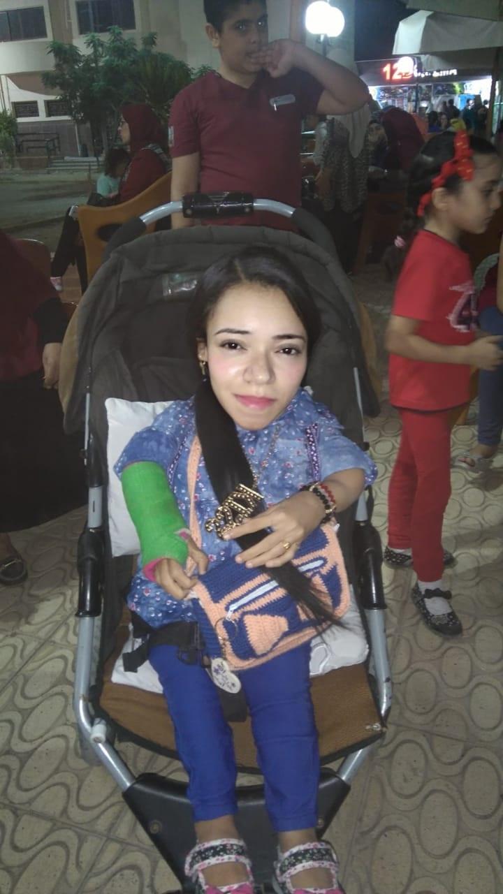 نجوى فتاة محت أميتها وحصلت على الليسانس رغم إعاقتها (5)
