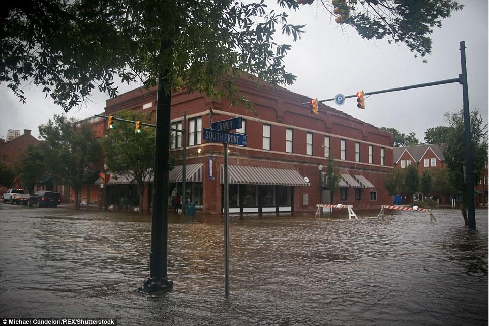 إغلاق المحلات بسبب الإعصار