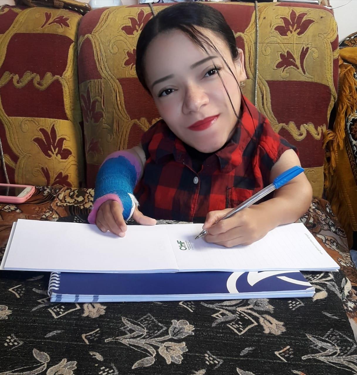 نجوى فتاة محت أميتها وحصلت على الليسانس رغم إعاقتها (19)