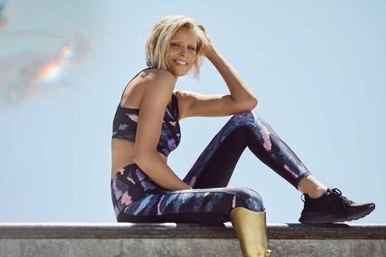 لورين واسر تشارك فى عروض وحملات الأزياء بساق واحدة (1)