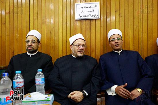 صور عزاء شقيقة الدكتور حسن راتب (2)