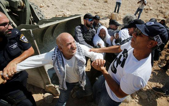 جانب من احتجاج عجوز فلسطينى
