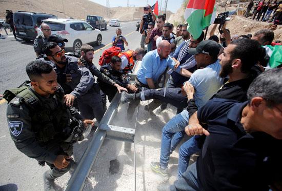 جانب من المواجهات بين قوات الاحتلال والفلسطينيين