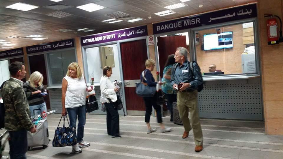خدمة السائحين بصورة مميزة داخل مطار الأقصر الدولى