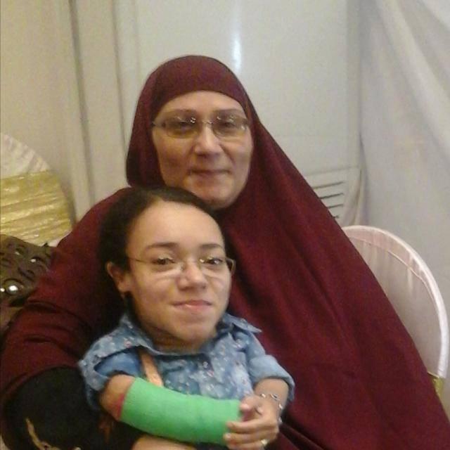 نجوى فتاة محت أميتها وحصلت على الليسانس رغم إعاقتها (4)