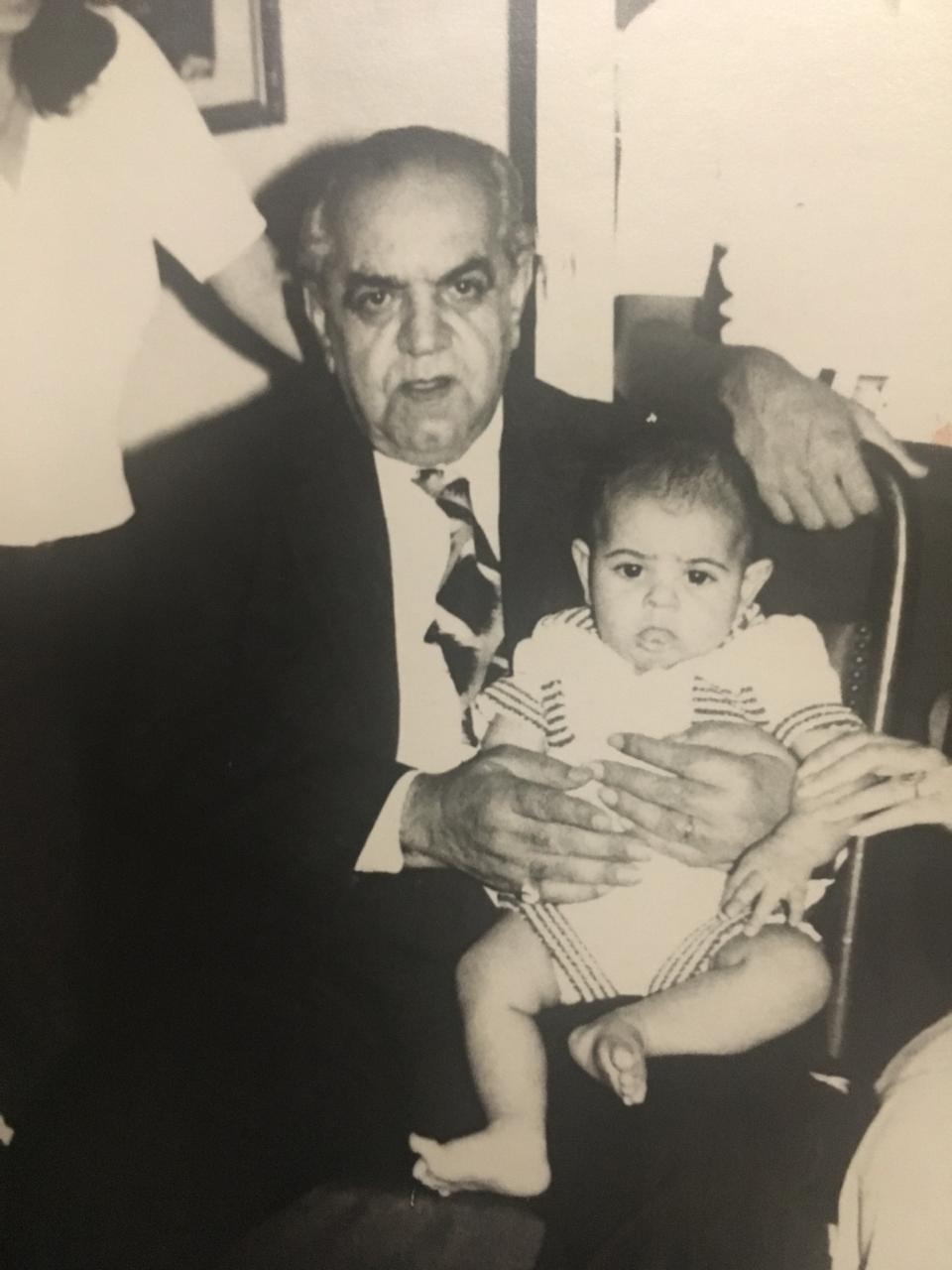 عبدالمطلب مع حفيده