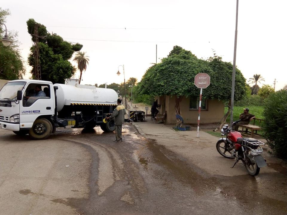 مجلس مدينة الأقصر يواصل حملات النظافة اليومية والغسيل والكنس للشوارع (2)