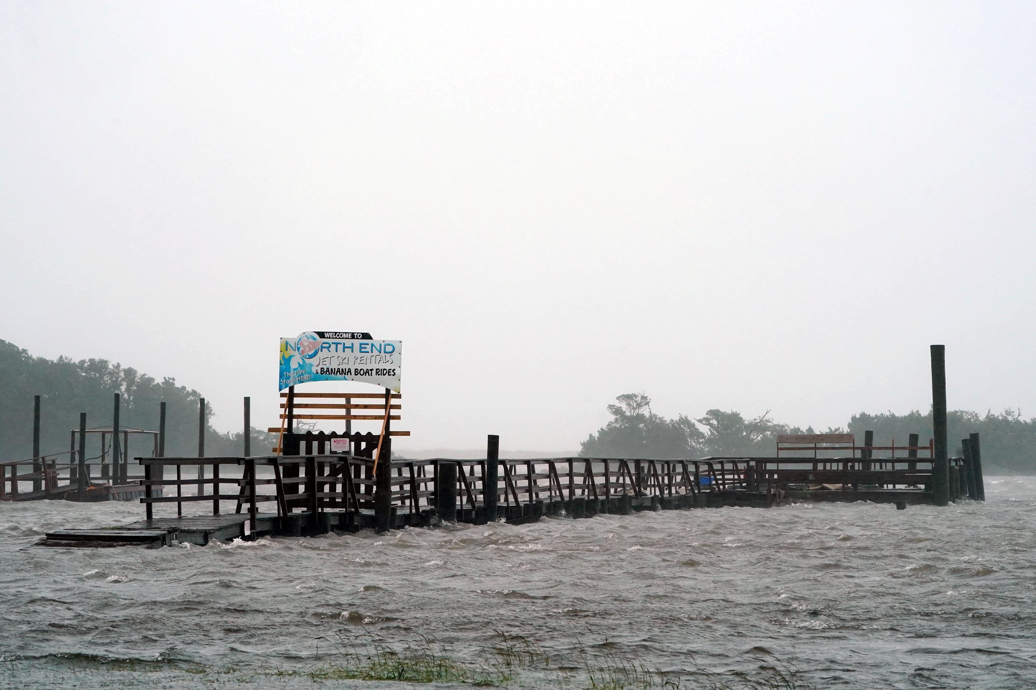 مياة الاعصار تغرق كارولاينا