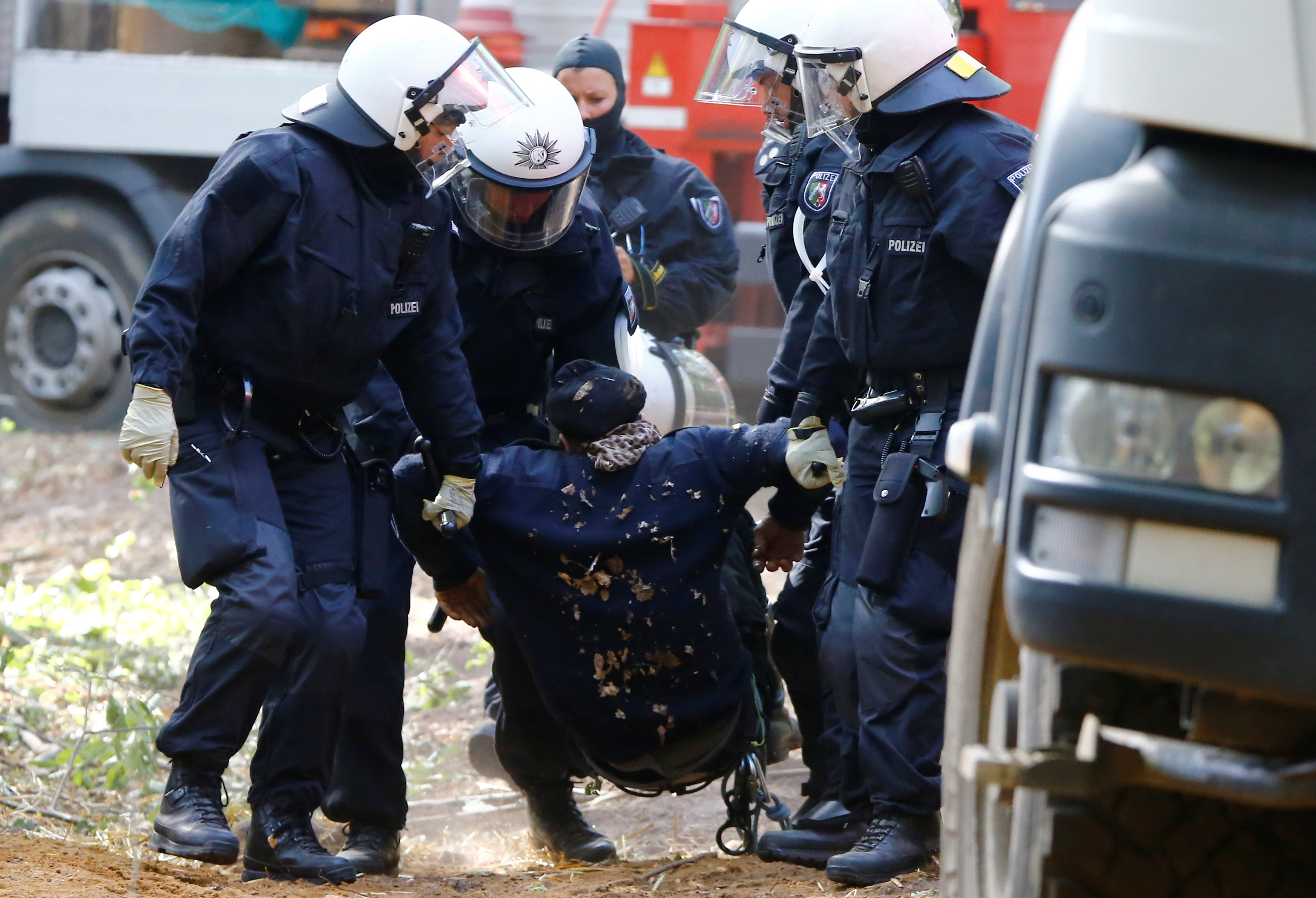 البوليس الألمانى يعتقل أحد النشطاء المشاركين بالمظاهرة