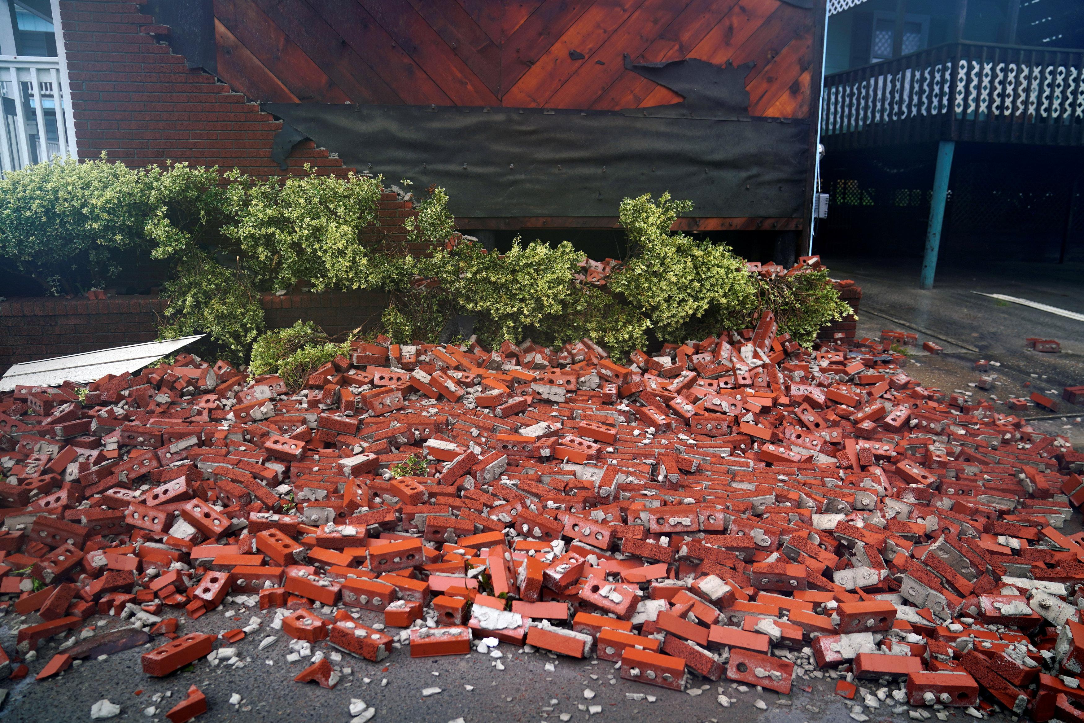 أثار الدماء التى تسبب فيها الاعصار فلورنس