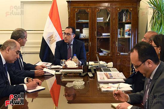 الدكتور مصطفى مدبولى رئيس مجلس الوزراء مع الدكتور علي مصيلحي وزير التموين (2)