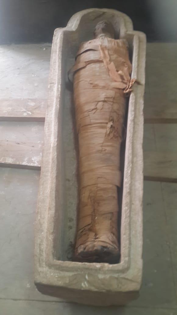 لعثور على تابوت حجرى بداخله مومياء (1)