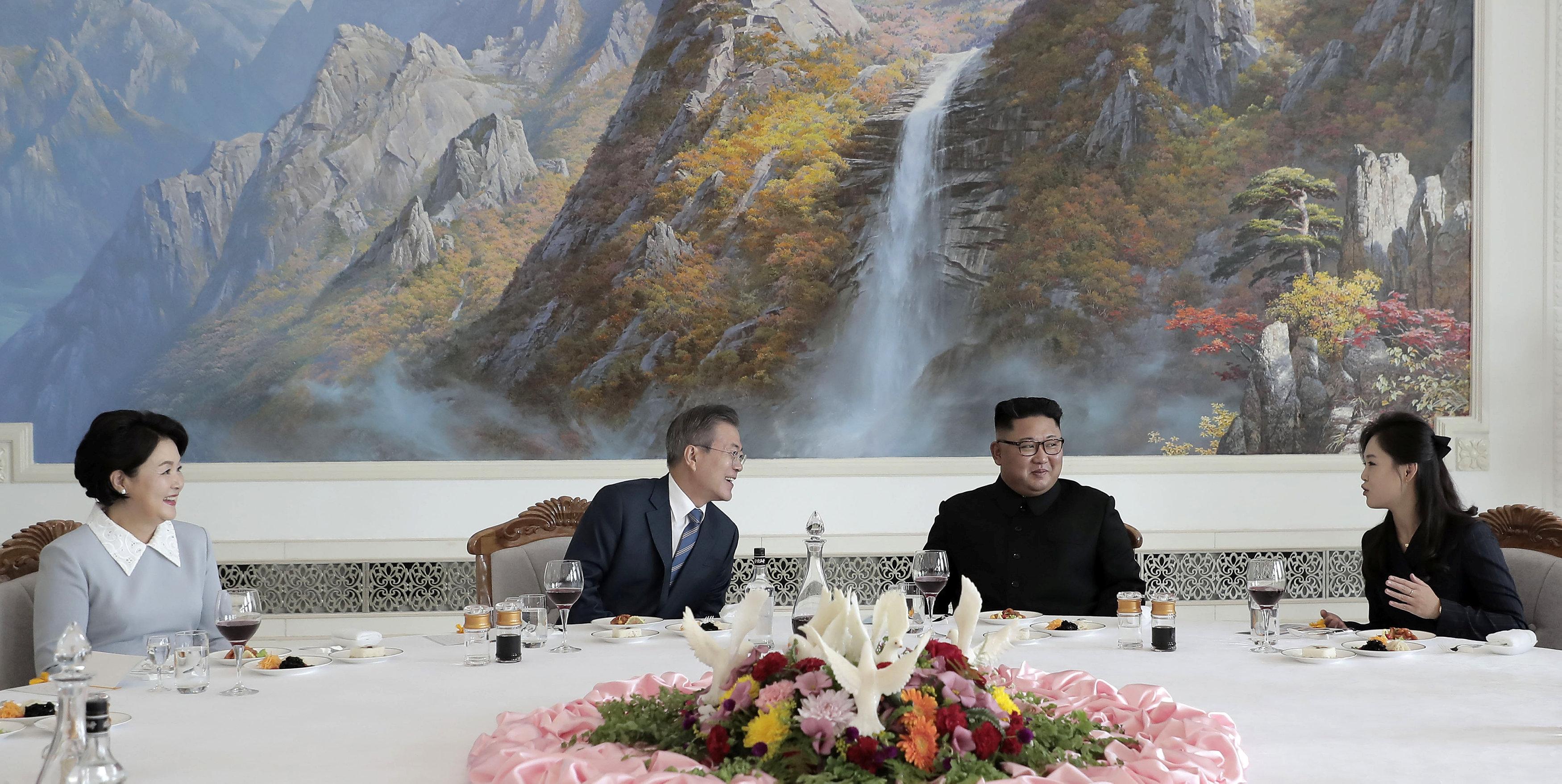مون وكيم وحديث للسيدة الأولى فى كوريا الشمالية