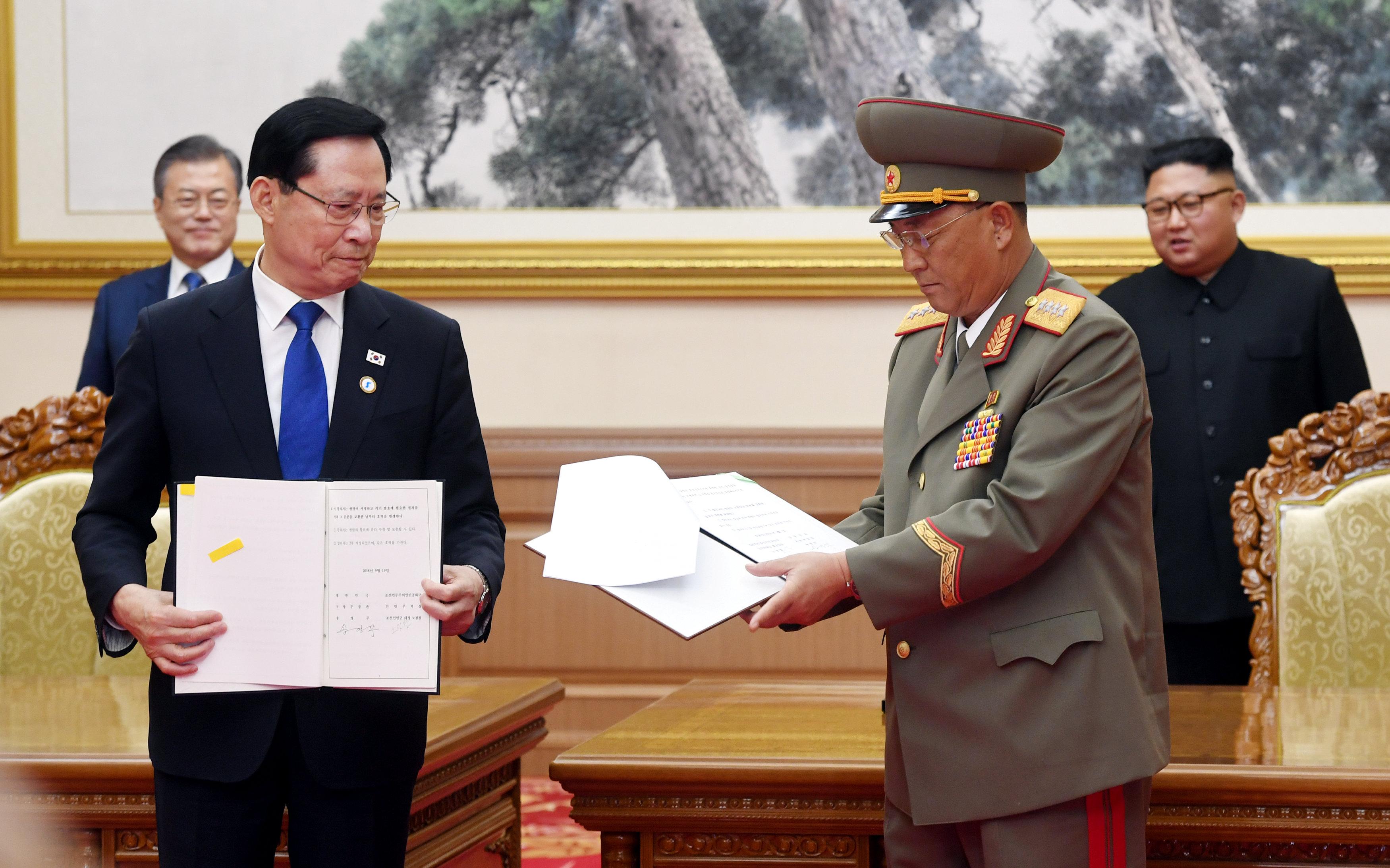 وزيرا دفاع البلدين وقعا اتفاقات لوقف المناورات العسكرية على الحدود بين البلدين