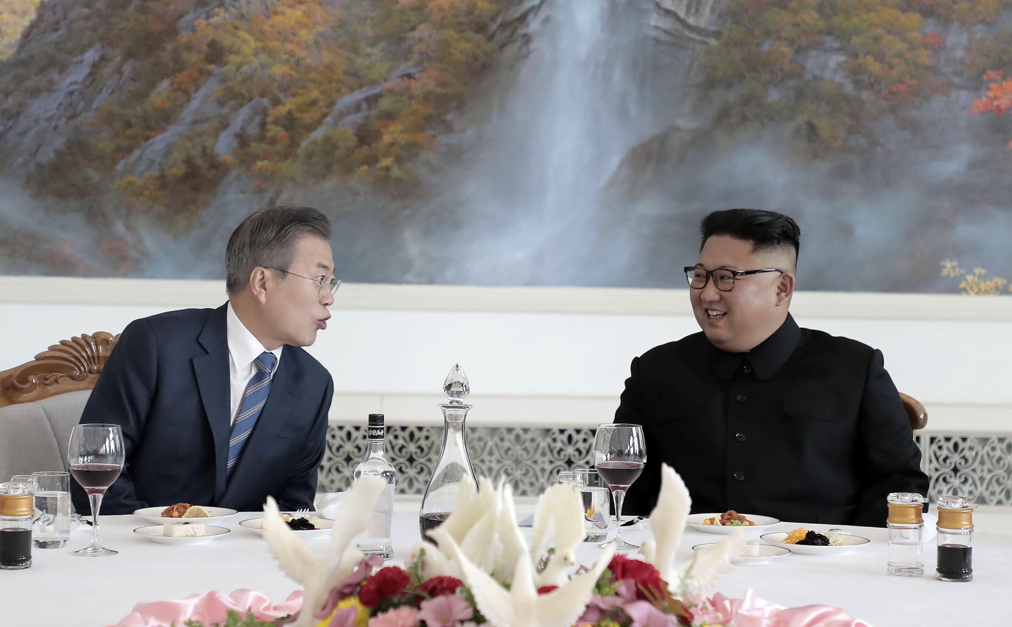 حوار بين زعيمى الكوريتين