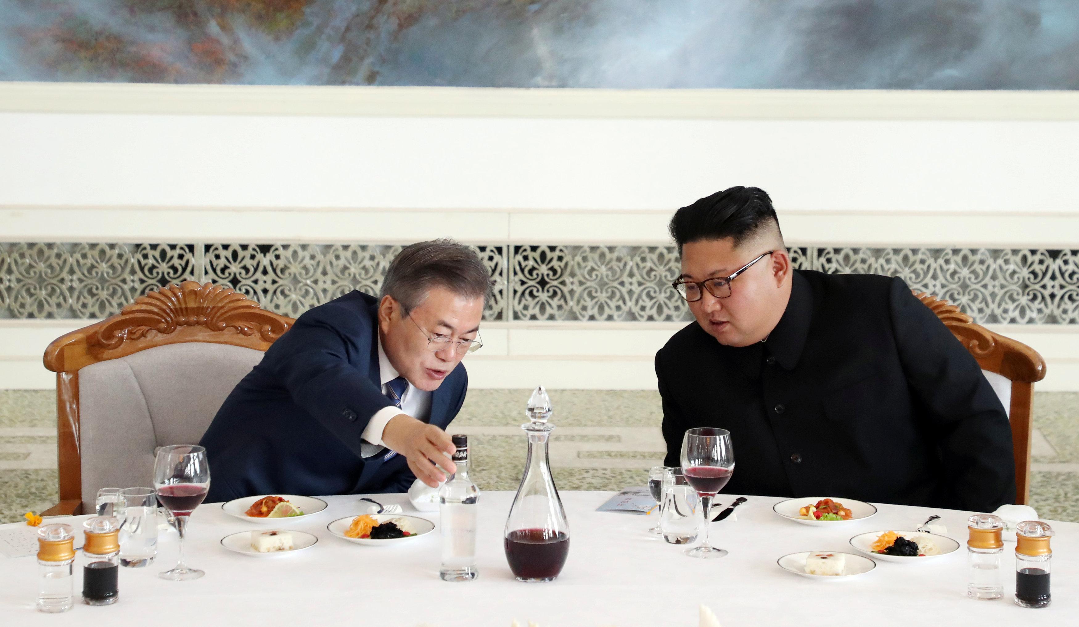 كيم ينظم مأدبة غذاء على شرف رئيس كوريا الجنوبية