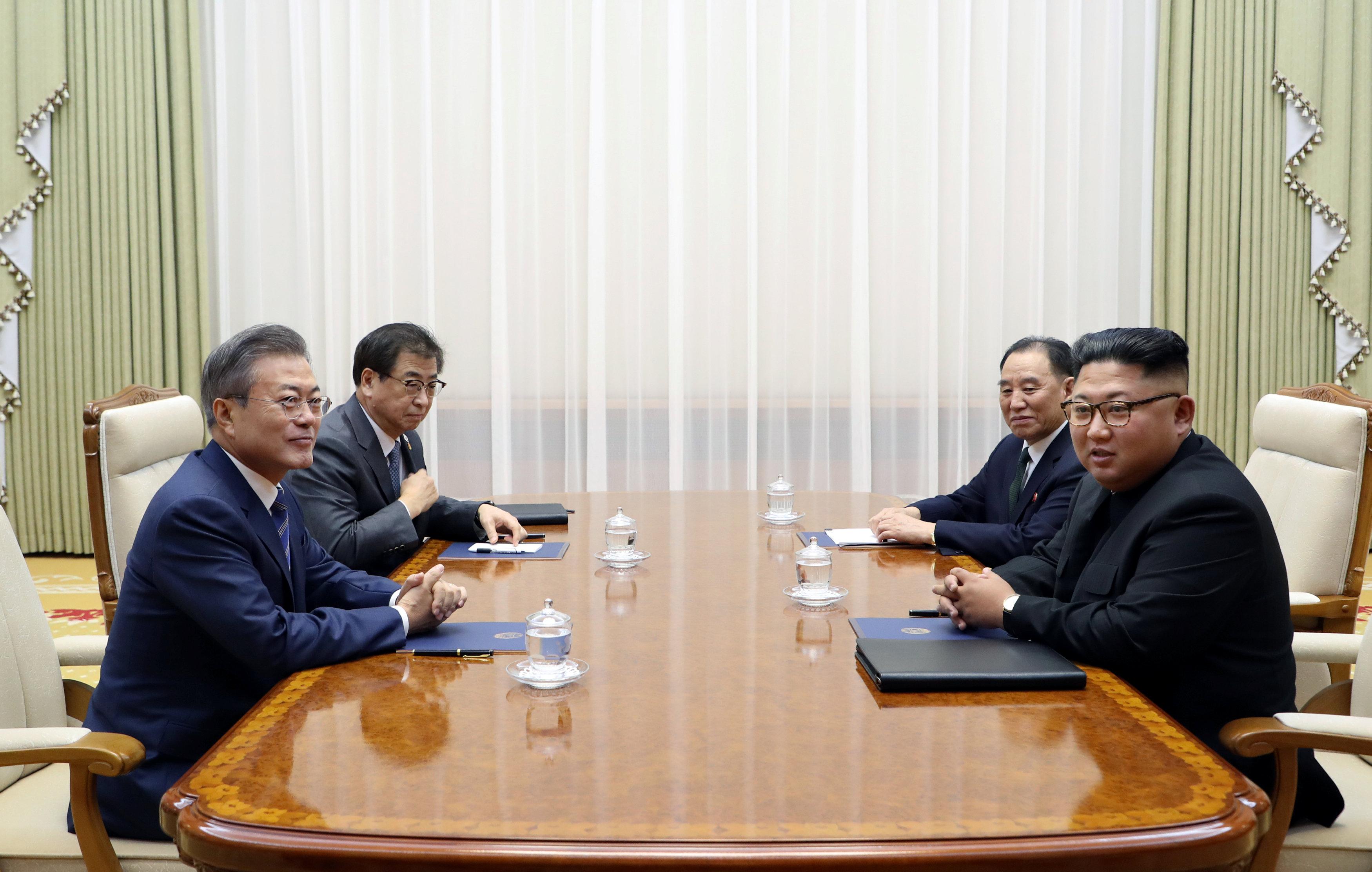 أثناء محادثات بين كيم ومون فى بيونج يانج