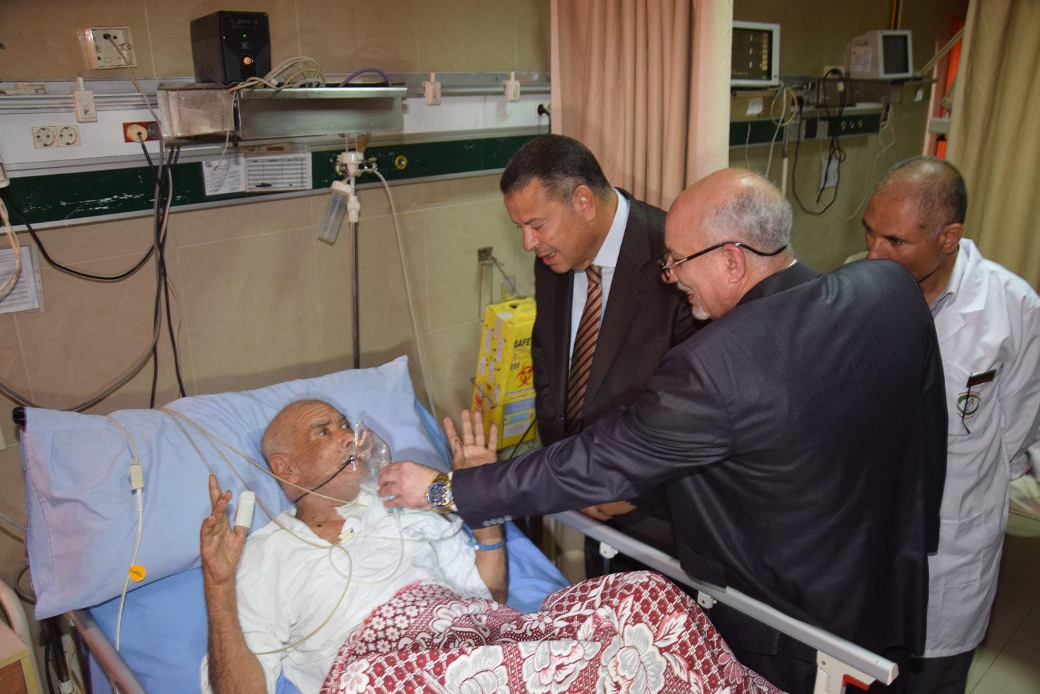 محافظ بنى سويف يتفقد حالة المرضى بمستشفى التأمين الصحى (3)
